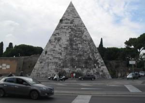 piramis-róma